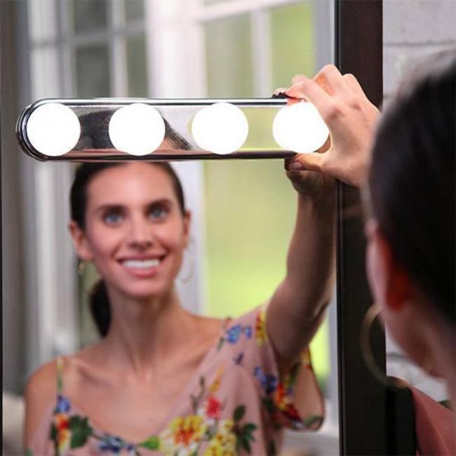 Studio glow 4 led bulbs make up light super bright portable cosmetic mirror light kit battery powered makeup light wall lamps