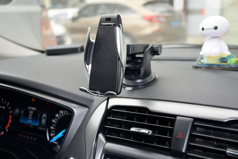 Wireless charging phone holder for car