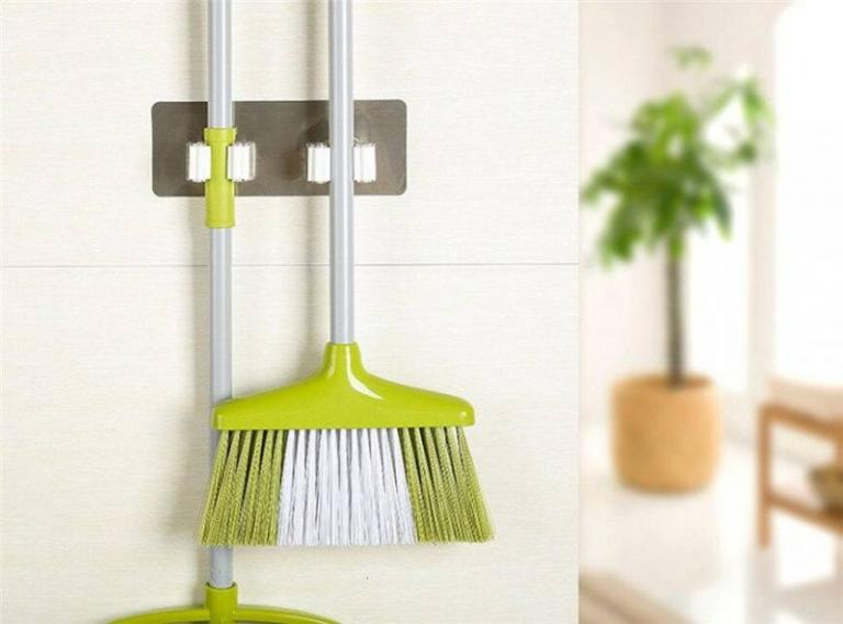 Wall housekeeper wall mounted mop
