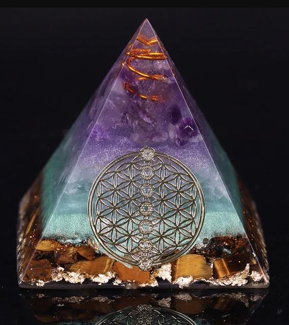 Healing crystal pyramid orgone